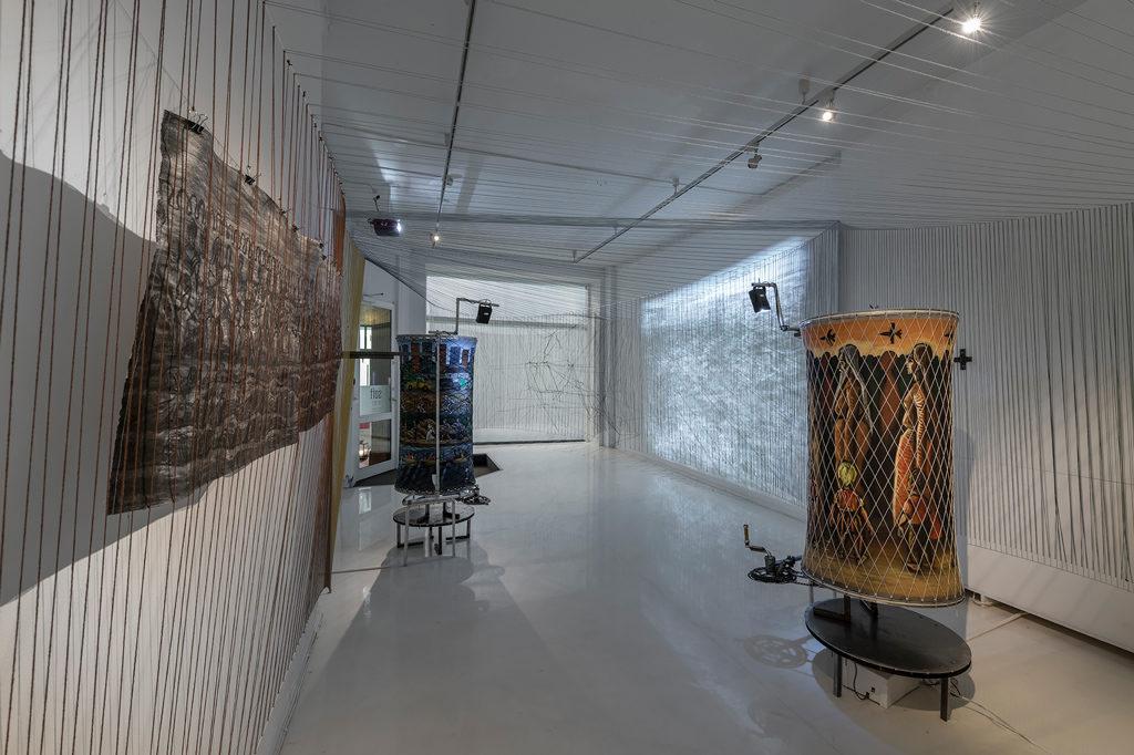 Bilde av Serhed Waledkhanis utstilling Invisible Traces på SOFT galleri i 2019. Foto av Øystein Thorvaldsen.